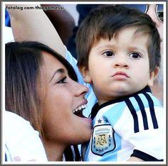 Thiago Messi : Hoje a Argentina estréia na Copa América, tomara que Titi apareça em campo torcendo pelo papai. O jogo será às 18:30 horário de Brasília, com transmissão pela Sportv.  Bjs | thiagomessi