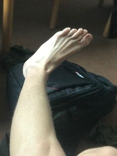 Mode Masculine, Barefoot Men, Male Feet, Long Toes, Beautiful Men, Legs, Flip Flops, Nice, Men