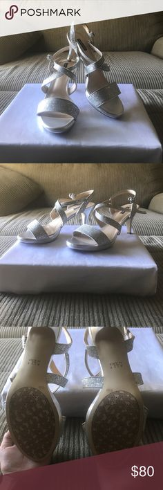 Sale🎉Alex Marie dress sandal!🎉 Alex Marie size 8.5 dress sandals used only once with formal dress. The shoes has a padded bottom and give more comfort than usual dress shoes. They stand out and bling! I only used them once and hope they can find a really good home. No trades! Thank you! Alex Marie Shoes Sandals