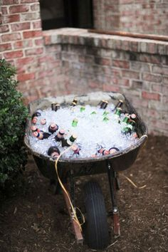 9 Easy DIY Ideas for Your Next Outdoor Party Having a summer party that looks li. 9 Easy DIY Ideas for Your Next Outdoor Party Having a summer party that looks like a million bucks have Soirée Bbq, Summer Barbecue, Barbecue Wedding, Barbecue Garden, I Do Bbq, Bbq Grill, Diy Außenbar, Easy Diy, Diy Crafts