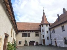 Unsere Herbstreise ins Val de Travers im Jura Late Bloomer, Mansions, House Styles, Blog, Home Decor, Law School, Old Town, Fall, Viajes