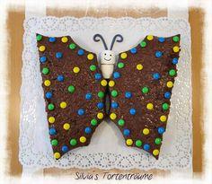 Silvia's Tortenträume: Anleitung für so eine Schmetterlingstorte ist hier: https://www.facebook.com/SilviasTortentraeume/photos/pcb.596360523798273/596360320464960/?type=1&theater Den Schmetterling kann man eigentlich mit jeder Backform machen! Ist ganz einfach...