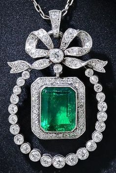 A Belle Epoque /Edwardian pendant, circa 1900, composed of emerald, diamonds and platinum. #BelleÉpoque #Edwardian #Pendant