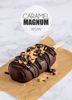 Vegan Caramel Magnum If this UK heat isn't a good excuse to make my own homemade version of Magnums, then I don't know what is! Not that I need an excuse to make any form… Yummy Ice Cream, Healthy Ice Cream, Vegan Ice Cream, Ice Cream Recipes, Vegan Caramel, Caramel Recipes, Vegan Chocolate, Vegan Treats, Vegan Foods