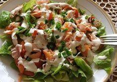 Sałatka z wędzonym łososiem Coleslaw, Caprese Salad, Potato Salad, Food And Drink, Healthy Eating, Cooking Recipes, Chicken, Ethnic Recipes, Ghibli