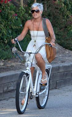 P!nk tryin to have peace & quite ridein her bike ;-$
