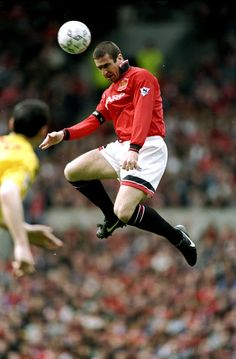 Eric Cantona became a legend during his time at Old Trafford. The Frenchman scored 82 goals in 185 appearances. Best Football Players, World Football, Sport Football, Soccer Players, Football Shirts, Manchester City, Manchester United Legends, Manchester United Football, Tottenham Hotspur