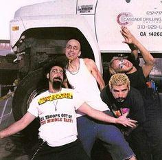 Serj Tankian, Shavo Odadjian, John Dolmayan y Daron Malakian! SOAD!