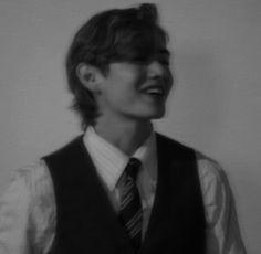 Taehyung Selca, Kim Taehyung Funny, Bts Jungkook, Foto Bts, Bts Photo, Bts Black And White, Bts Lyric, Bts Aesthetic Pictures, Bts Korea