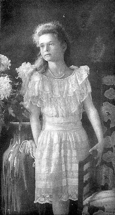 Tatiana Nikolaevna Romanov 1906, Peterhof