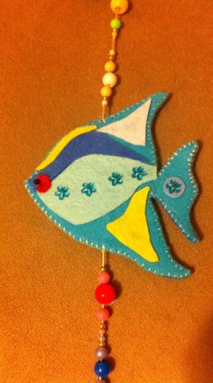 Love the beading would have used matching thread for the outline. Wool Embroidery, Wool Applique, Felt Christmas, Christmas Crafts, Felt Doll Patterns, Felt Fish, Fish Ornaments, Felt Decorations, Felt Hearts