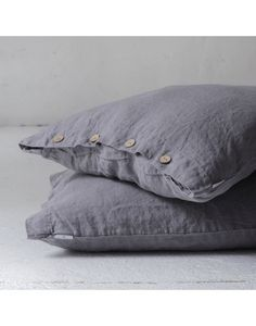 Almohadón Carmelo Gris Grafito Bed Pillows, Pillow Cases, Sweet Home, Graphite, Blinds, Country, Gray, Pillows, House Beautiful