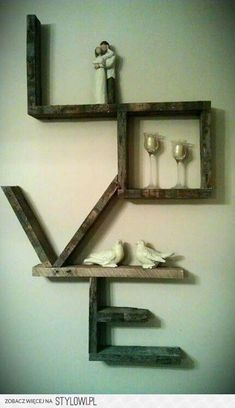 Amazing Diy Furniture Projects – I would put small framed pictures of family mem… - Regal Selber Bauen Pallet Art, Diy Pallet Projects, Home Projects, Recycling Projects, Craft Projects, Pallet Ideas For Walls, Diy Projects With Pallets, Diy Wood Furniture Projects, Pallett Ideas