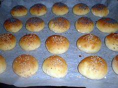 La meilleure recette d'Apéritif dinatoire mini hamburger maison! L'essayer, c'est l'adopter! 4.8/5 (16 votes), 18 Commentaires. Ingrédients: pour 20 petits hamburgers :120ml de lait,20g de beurre,1cas de sucre,1cac de sel,250g de farine,15g de levure boulangère,des graines de sésame ,des graines de pavot Mini Hamburgers, Homemade Hamburgers, Bakers Yeast, Appetizer Recipes, Appetizers, Cooking Chef, Food And Drink, Snacks, Dinner