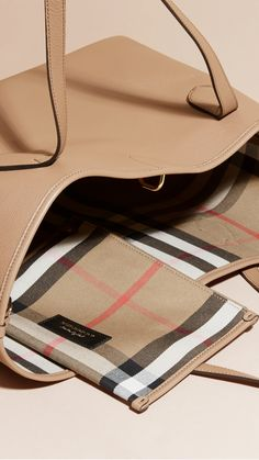 A softly structured tote bag in supple grainy leather from Burberry. Spaciously sized, it is roomy enough to fit a tablet and beauty pouch inside, and contains a flying zip pocket for keeping essentials to hand.
