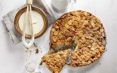Makoisa omenapiirakka hakee vertaistaan - juju on rapsakassa kaurassa Oatmeal, Food And Drink, Pie, Baking, Breakfast, Desserts, Apple Pie Cake, The Oatmeal, Torte