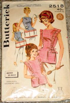 Mommy and Me - Matching mother daughter dresses vintage Vintage Mom, Aprons Vintage, Vintage Dresses, Vintage Outfits, Vintage Clothing, Mother Daughter Fashion, Mother Daughter Dresses Matching, Chef Apron, Matching Outfits