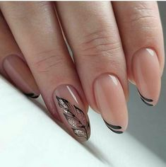 Nail art is a very popular trend these days and every woman you meet seems to have beautiful nails. It used to be that women would just go get a manicure or pedicure to get their nails trimmed and shaped with just a few coats of plain nail polish. Solid Color Nails, Nail Colors, Prom Nails, Wedding Nails, Bridal Nails, Nails 2018, Gold Wedding, Uñas Fashion, Classic Fashion