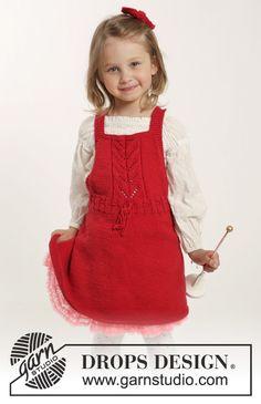 """Sættet består af: Strikket DROPS kjole i """"Cotton Merino"""" med hulmønster og hårsløjfe i retstrik. Str 1 mdr - 6 år ~ DROPS Design"""