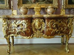 Rococo Furniture, Eclectic Furniture, Bench Furniture, Italian Furniture, Furniture Styles, Vintage Furniture, Furniture Design, Luxury Furniture, Victorian Sofa