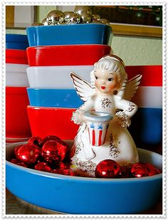 Vintage Finds, Mid Century and More at Evie's Haus: Fourth of July display with a little Pyrex!