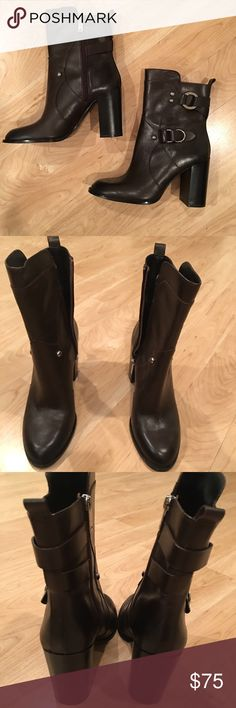 ZARA LEATHER CHOCOLATE BROWN BOOTS 9 ZARA LEATHER CHOCOLATE BROWN BOOTS WITH SILVER HARDWARE. WORN 1x FOR ABOUT TWO HOURS. EXCELLENT PRACTICALLY BRAND NEW CONDITION. SIZE 9/40 IN ZARA SIZES. SIDE ZIPPER CLOSURE. ALSO THE TOE HAS SORT OF AN OMBRÉ COLOR TO THEM. CHOCOLATE BROWN TO BLACK ON THE TIPS. THEY ARE NOT DIRTY! Lol Zara Shoes Heeled Boots