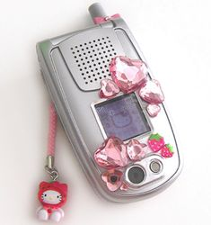 Kawai Japan, Retro Phone, Flip Phones, Decoden, Gyaru, Indie Kids, Pink Aesthetic, 2000s, Sanrio