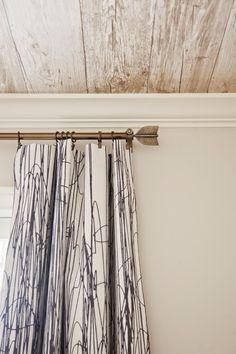 Love the quill curtain rod in this neutral, masculine #nursery