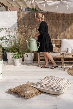 Outdoor Spaces, Outdoor Living, Outdoor Decor, Shoe Store Design, Balkon Design, Rental Decorating, Beach Gardens, Deck Furniture, Estilo Boho