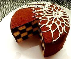 サンセバスチャン ダミエ柄のチョコケーキ
