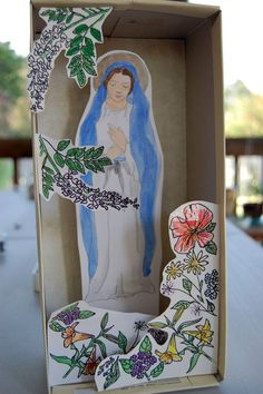 Mary Diorama - My kids attend public school right now, and so they get less faith formation than I'd hope for. Catholic Religious Education, Catholic Crafts, Catholic Kids, Catholic School, Catholic Catechism, Catholic Homeschooling, Religion Activities, Teaching Religion, Ccd Activities