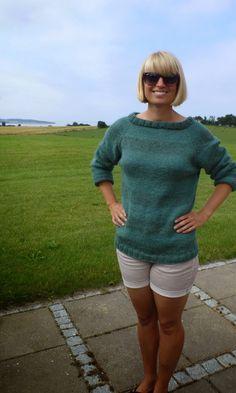 Ulla: Stribet Top-Down Sweater med indhold og en cirkaopskrift.