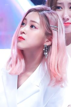 #ITZY #Ryujin Kpop Girl Groups, Korean Girl Groups, Kpop Girls, K Pop, Dye My Hair, Korean Beauty, Pink Hair, Girl Photos, Girl Crushes