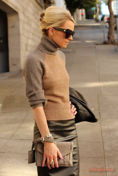Nadire Atas on Stylish Fashionista Mix and match different textures of different browns. Mode Outfits, Winter Outfits, Trendy Outfits, Mode Style, Style Me, Classic Style, Classic Fashion, Hair Style, Look Fashion