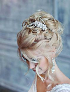 Stunning Summer Wedding Hairstyles See more: www.weddingforwar The post Stunning Summer Wedding Hairstyles See more: www.weddingforwar appeared first on frisuren. Wedding Hairstyles For Long Hair, Wedding Hair And Makeup, Up Hairstyles, Hairstyle Ideas, Hair Ideas, Summer Hairstyles, Vintage Hairstyles, Elegant Wedding Hairstyles, Bride Hairstyles With Veil