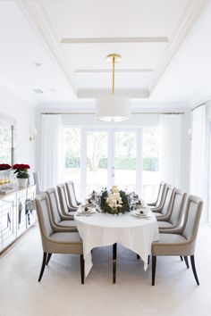 Glamorous holiday dining room: http://www.stylemepretty.com/living/2016/12/06/peek-inside-a-home-thats-decking-the-halls-in-the-most-glamorous-of-ways/ Photography: Yesi Flores - http://www.simplylively.us/