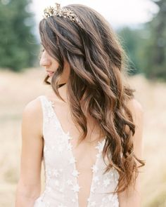The celestial inspiration for Layne's Montana wedding influenced every detail of her day, even down to her ethereal bridal look. Stone Fox Bride, Wedding Hairstyles For Long Hair, Bridal Hairstyles, Rustic Wedding Inspiration, Hair Inspiration, Romantic Wedding Hair, Montana Wedding, Elegant Bride, Martha Stewart Weddings