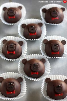 Diamonds for Dessert: Bailey's Bear Truffles - how freakin' adorable can you get? And the added bonus of them being boozy bears, too. Nutella Brownies, Edible Crafts, Food Crafts, Cupcakes, Cupcake Cookies, Homemade Chocolate, Chocolate Recipes, Candy Recipes, Sweet Recipes