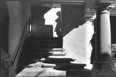 5 Levels of street photos. lev4henri-cartier-bresson-mexico-1964-mans-shadow-girl-leaning