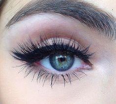 Maquillaje con delineado natural♡