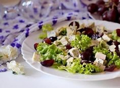 Salad with DorBlu and grapes.