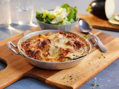 Moussaka Moussaka, Macaroni And Cheese, Ethnic Recipes, Food, Eggplant, Lasagna, Mac And Cheese, Eten, Meals