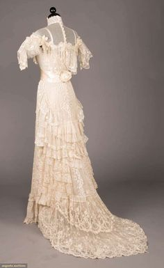 Edwardian Gowns, Edwardian Clothing, Historical Clothing, 1900s Fashion, Edwardian Fashion, Vintage Fashion, Lingerie Gown, Clothing And Textile, Linens And Lace