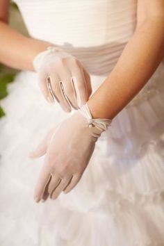 bridal gloves with pearls