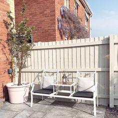 Garden Fence Paint, Garden Painting, Garden Fencing, White Garden Fence, Fence Painting, Fence Paint Colours, Shed Colours, Nook, Garden Design Ideas