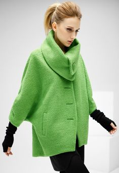 Green Batwing Sleeve Lapel Woolen Coat