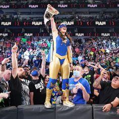 Wwe Raw Women, Raw Women's Champion, Sumo, Basketball Court, Charlotte, Wrestling, Superhero, Sports, Lucha Libre