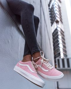 Zapatillas del mes: Vans Old Skool - Nagellack - Zapatos Cute Vans, Cute Shoes, Me Too Shoes, Pink Sneakers, Sneakers Fashion, Fashion Shoes, Women's Fashion, Tenis Vans Old School, Rosa Vans