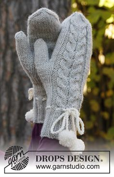 """DROPS Christmas: Knitted DROPS mittens with cable in """"Nepal"""". ~ DROPS Design"""