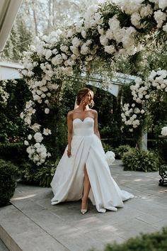 This intimate enchanted garden wedding was held at Ristorante Beatrice in Montreal. Wedding Reception At Home, Intimate Wedding Ceremony, Luxe Wedding, Intimate Weddings, Wedding Ideas, Wedding Dresses Montreal, Classic Romantic Wedding, Enchanted Garden Wedding, White Wedding Decorations